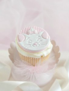 How To: Darling Disney Marie Cupcakes