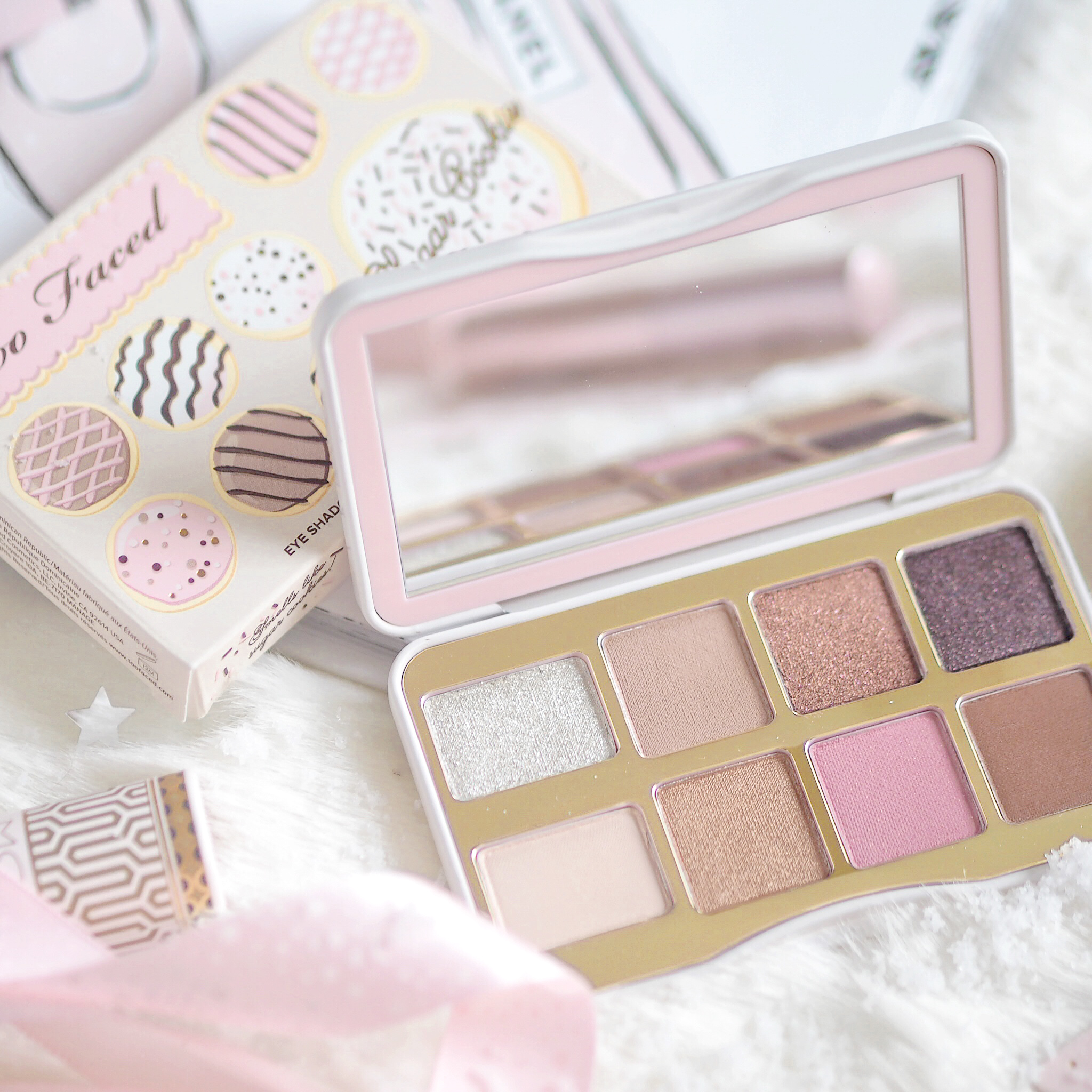 Seasons Treatings: Perfectly Pretty Christmas Gift Ideas For Her, Too Faced Sugar Cookie Palette