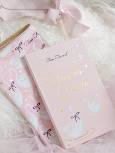 Snowy Swans & Mistletoe Kisses: Too Faced Dream Queen Christmas Set