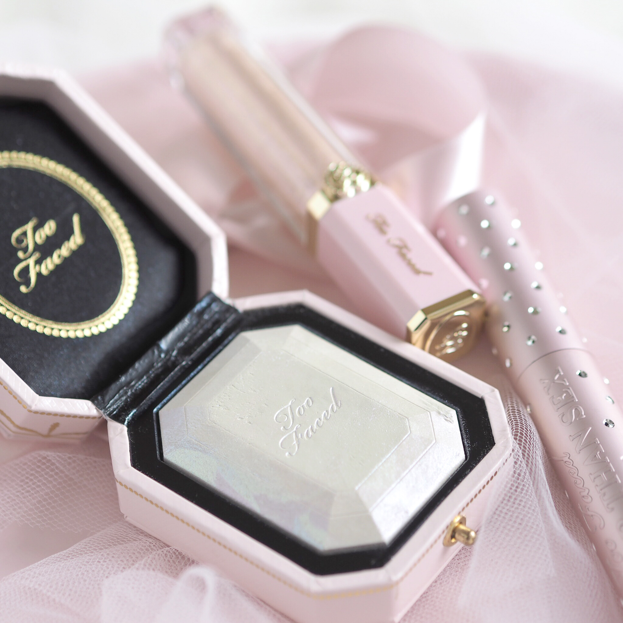 Too Faced Pretty Rich Collection, Diamond Light Highlighter