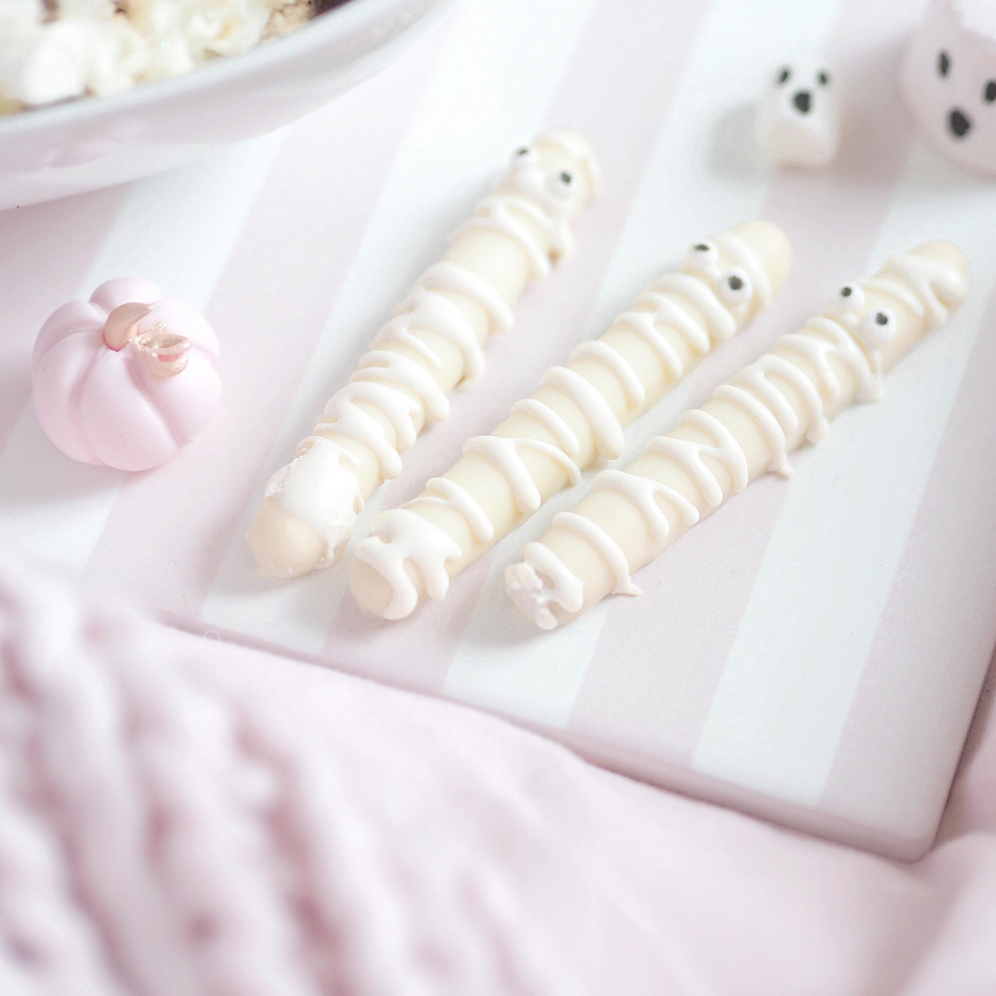 Mummified White Chocolate Fingers   A Girly Halloween Movie Night With 3 Easy Treats