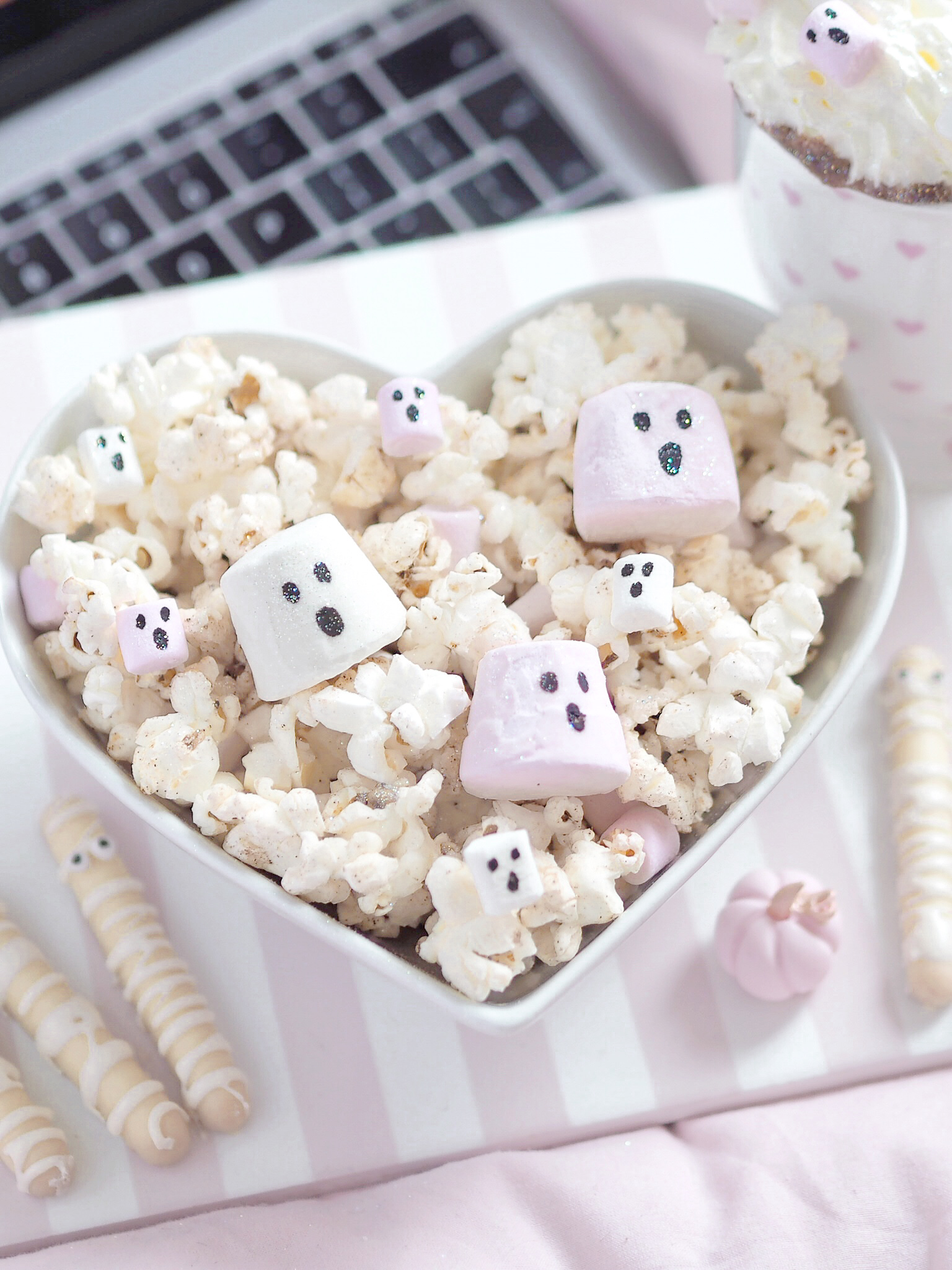 A Girly Halloween Movie Night With 3 Easy Treats