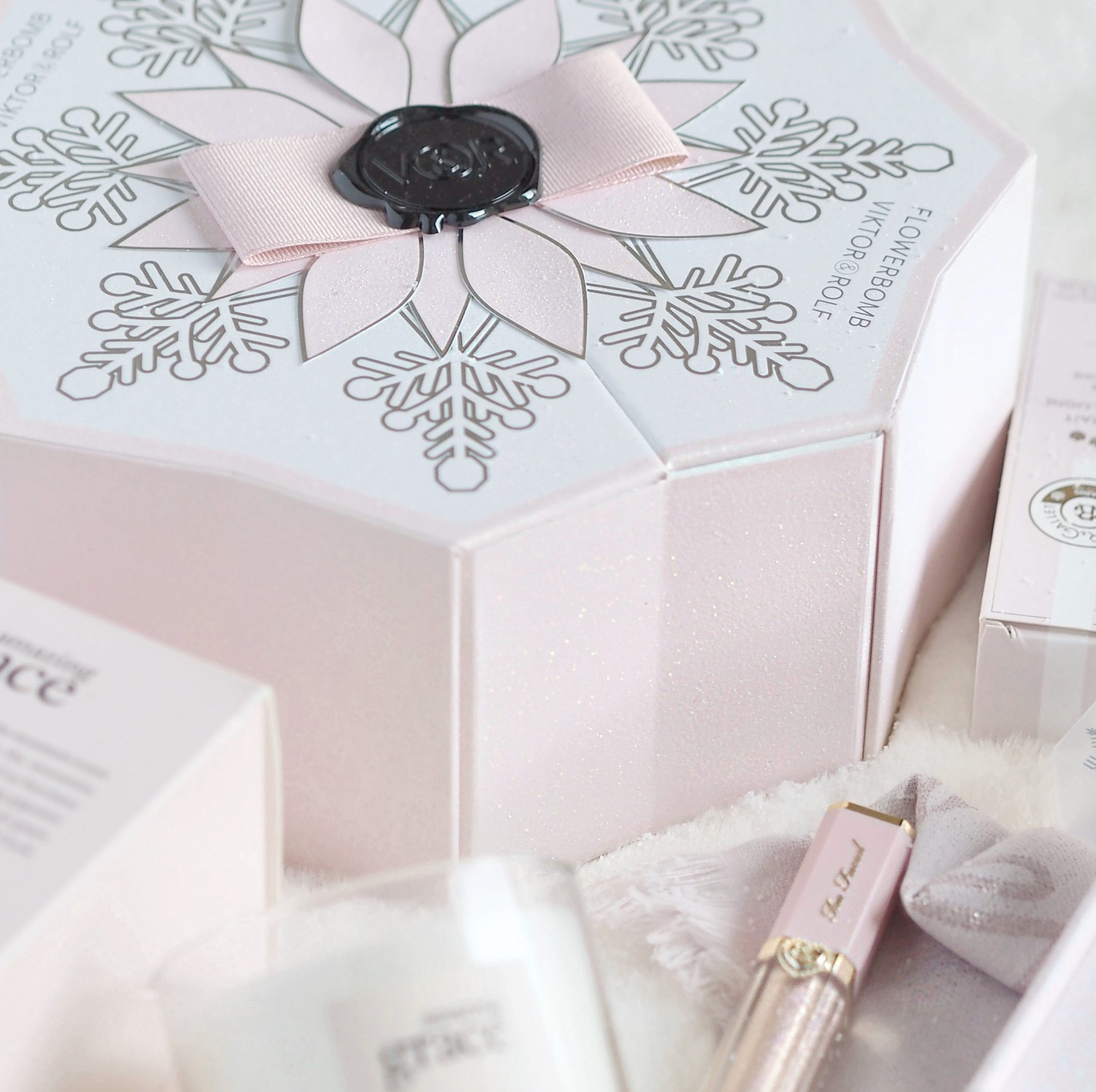 Viktor & Rolf Flowerbomb | Perfectly Pretty Christmas Gift Ideas