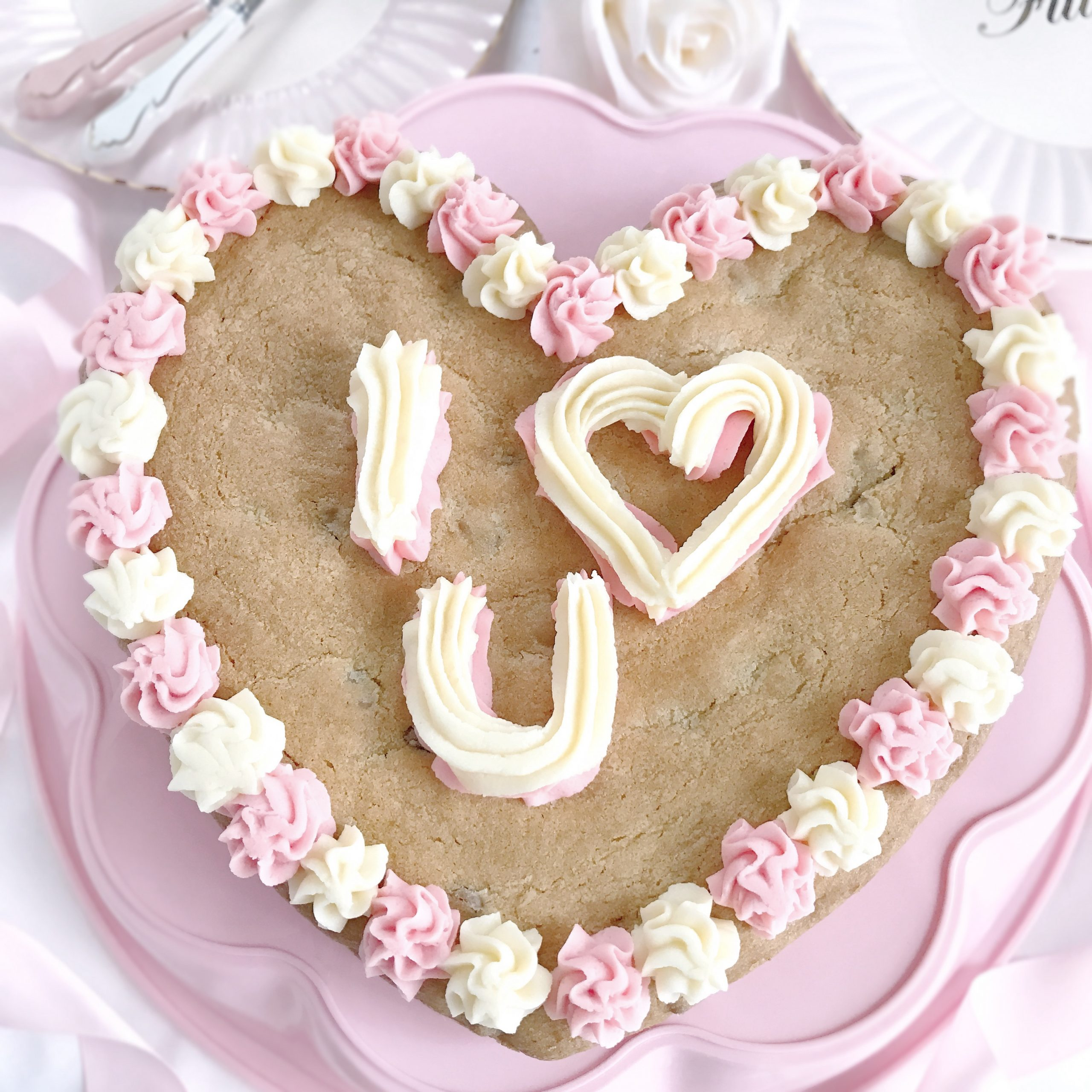 8 Sweet Ideas For Your Valentine's Baking ~ Giant Heart Iced Cookie