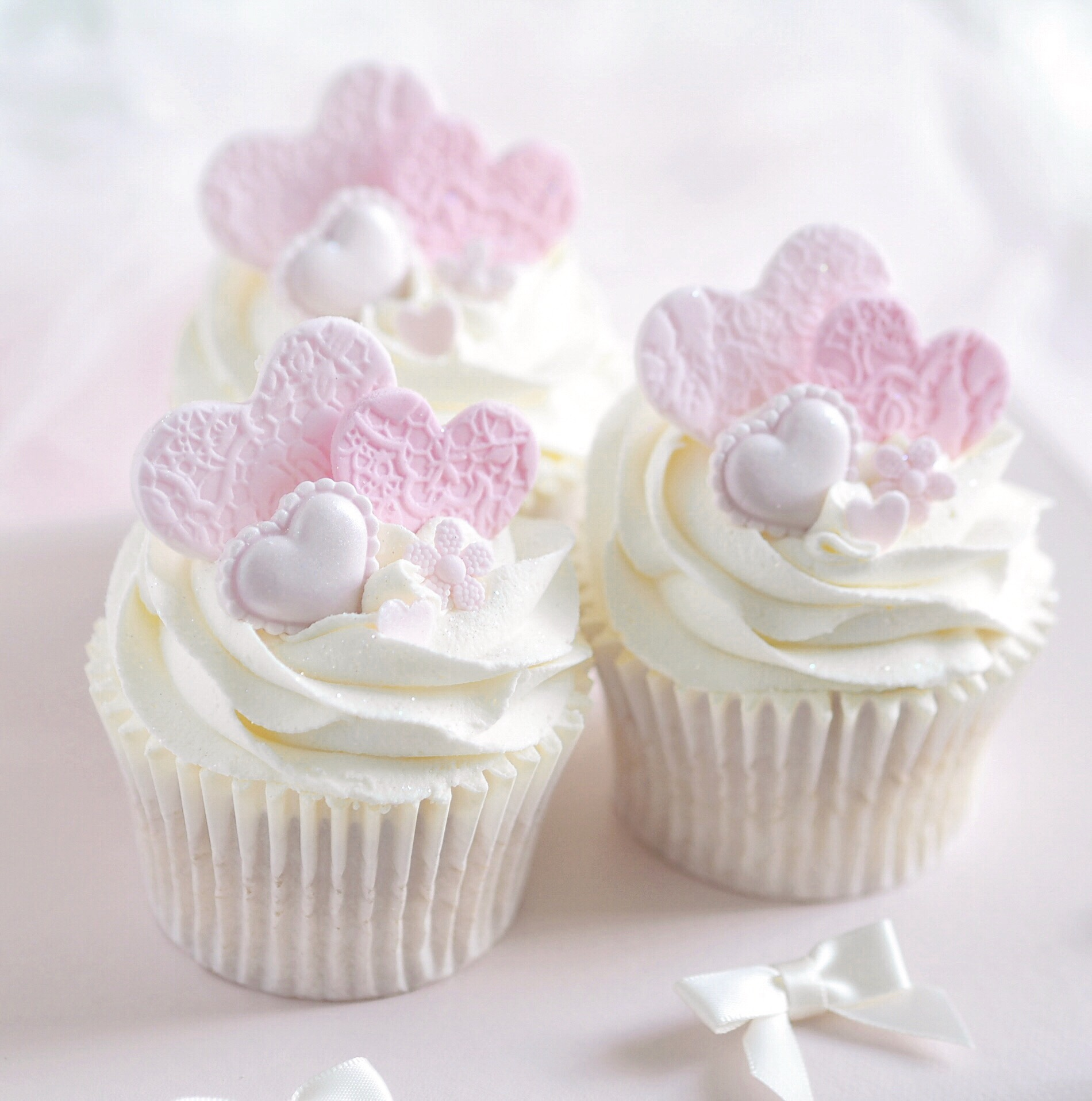 8 Sweet Ideas For Your Valentine's Baking ~ Lace Heart Cupcakes