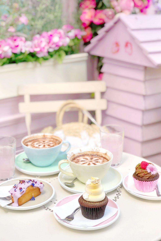 Sweet Summer Treats In Belgravia: Floral Blooms, Honey Hues & Pink Lemonade